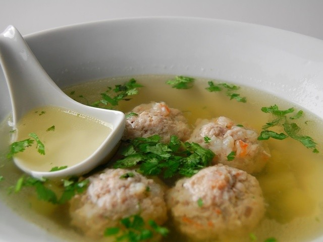 soupe-vietnamienne-aux-boulettes-de-porc-et-crevette.640x480